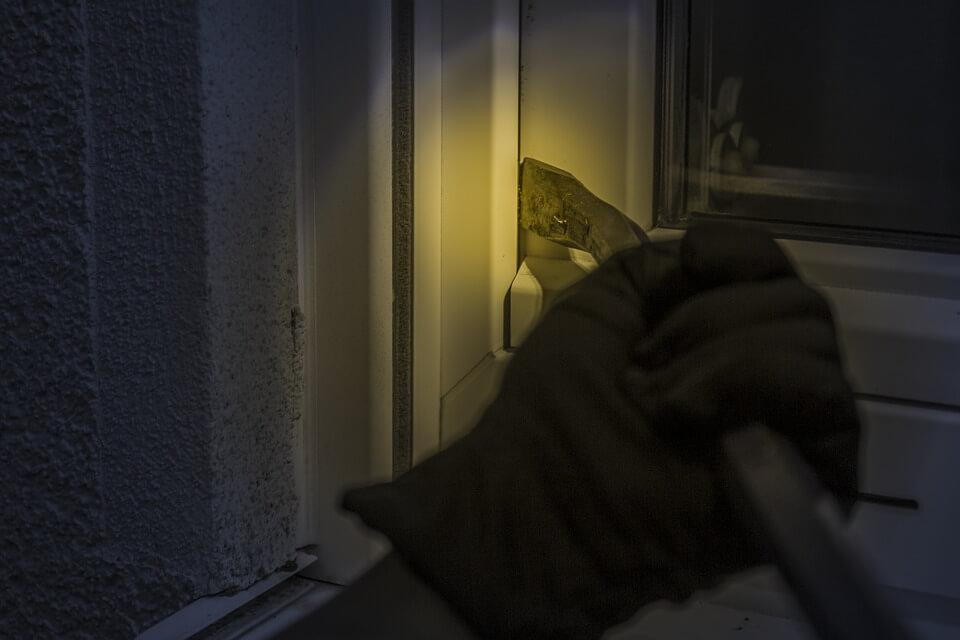 Einbruchschutz Fenster Einbrecher öffnen